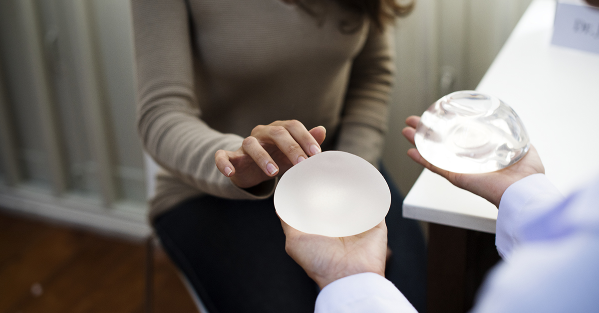 Plastic surgeon, Elizabeth O'Connor MD discusses the FDA's breast implant recall.